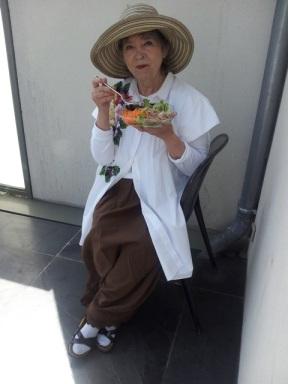 Pause déjeuner lors d'une séance de travail à la maison Pierre Hermé. (c) Marie Briquet
