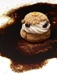 Chou Infiniment Café. Pâte à choux, ganache au café, crème de mascarpone au café Lapar Rouge du Brésil, crème Chantilly au café Bourbon Pointu de la Réunion, sablés au café. (c) Laurent Fau