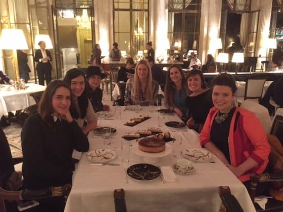 dans le salon de l'hôtel Maurice...les plus gourmandes de la Maison Pierre Hermé Paris...sont venues savourer....la Noisette....mais pas que.....